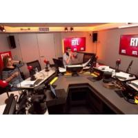 Logo of the podcast Présidentielle 2022 : Bernard Cazeneuve se tient prêt face à Emmanuel Macron