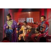"""Logo of the podcast Deluxe, Léonie, Silvàn Areg en concert dans """"Le Grand Studio RTL"""""""
