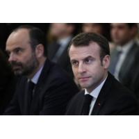 """Logo of the podcast Grand débat : Emmanuel Macron doit """"retrouver le fil d'Ariane"""", dit Duhamel"""