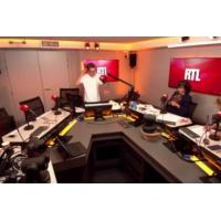 Logo of the podcast Pendant la Crise chez Les Républicains, Xavier Bertrand trace sa route vers la présidentielle