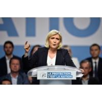 """Logo of the podcast Marine Le Pen renonce à sortir de l'Europe mais """"elle la hait"""", constate Alain Duhamel"""