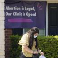 Logo du podcast Texas Abortion Providers Grapple with New Reality Under Restrictive Law 2021-09-03