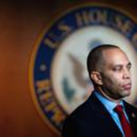 Logo du podcast Adam Schiff, Hakeem Jeffries, and the Framers Weigh In on Impeachment