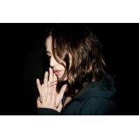 """Logo du podcast Izia dans """"Clap Hands"""" présenté par Gaëtan Roussel"""