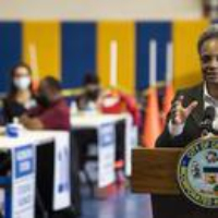 Logo of the podcast Mayor Lori Lightfoot Says Federal Government to Blame for Delays in Chicago's Vaccine Distribution …