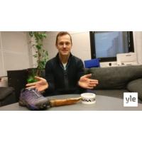 """Logo of the podcast Radio Suomesta poimittuja: Sami Jauhojärvi reissasi kilpailuissa täysi """"muumi mamman käsilaukku"""" mu…"""