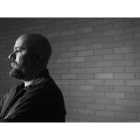 """Logo du podcast Afonso Cruz: """"A perversidade é uma parte fundamental da arte. Na minha escrita há isso. A boa arte …"""