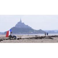 Logo du podcast الفرنسيون يختارون وطنهم الأم وجهة سياحية.. وغياب الصينيين قد يربك الموسم السياحي الفرنسي