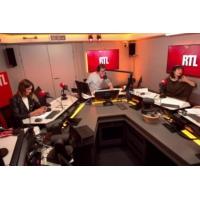 Logo of the podcast Pourquoi Emmanuel Macron chouchoute les parlementaires de la majorité