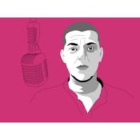 """Logo du podcast André Tecedeiro: """"Continuo a ser mãe para o meu filho mesmo depois de me assumir como homem trans. …"""