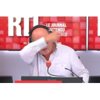 Logo of the podcast Les infos de 12h30 - Mort de Chirac : une minute de silence sifflée à l'Euro de volley