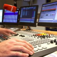 Logo of the podcast Invitée am Background: Paulette Lenert, 18/07/2020 12:03