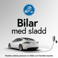 Logo of the podcast Bilar med sladd har ett SCOOP