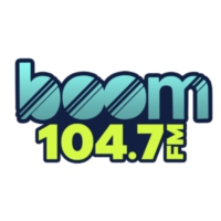 Logo of radio station XHERP Boom 104.7 F.M