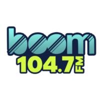 Logo de la radio XHERP Boom 104.7 F.M