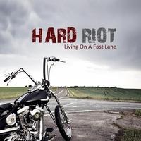 Couverture du titre Living on a Fast Lane
